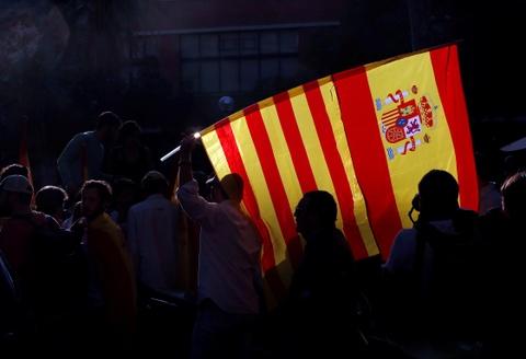 'Dem truong' Barcelona, 'Vatican goi vu tru' vao top anh tuan hinh anh 1