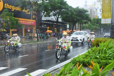 'Quai thu' cua Tong thong Trump lan banh tren duong pho Da Nang hinh anh 17