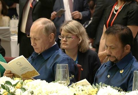 Hau truong 4 thang chuan bi tiec chieu dai Tong thong Trump, Putin hinh anh