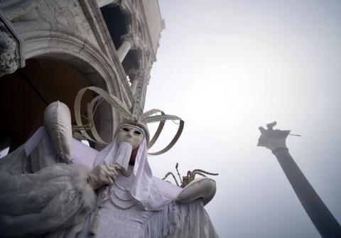 Le carnival phu phiem tru danh cua thanh pho Venice hinh anh 2
