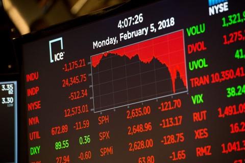 Dow Jones sut 1.100 diem, san chung khoan New York 'tam mau' hinh anh