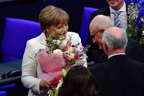 Ba Angela Merkel dac cu thu tuong Duc nhiem ky thu 4 hinh anh