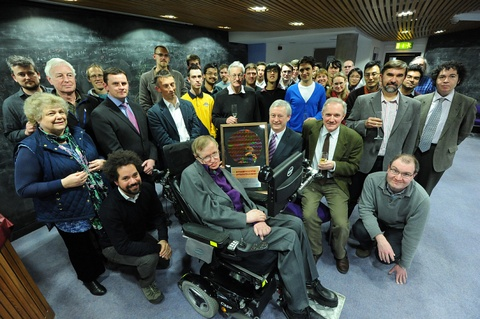 Co may cua 'ong gia thong minh nhat the gioi' Stephen Hawking hinh anh 3