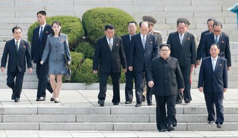 Nguoi phu nu theo sat Kim Jong Un trong thuong dinh lien Trieu hinh anh 1