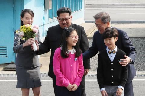 Nguoi phu nu theo sat Kim Jong Un trong thuong dinh lien Trieu hinh anh 3