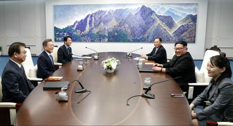Nguoi phu nu theo sat Kim Jong Un trong thuong dinh lien Trieu hinh anh 5