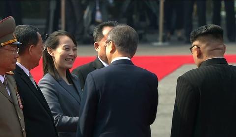 Nguoi phu nu theo sat Kim Jong Un trong thuong dinh lien Trieu hinh anh 6