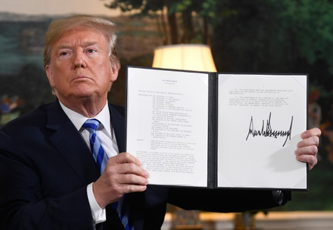 Trump xe bo thoa thuan Iran, nguy co xung dot tang manh o Trung Dong hinh anh 1