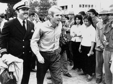 The he John McCain ra di, quan he Viet - My se thay doi mai mai hinh anh 3