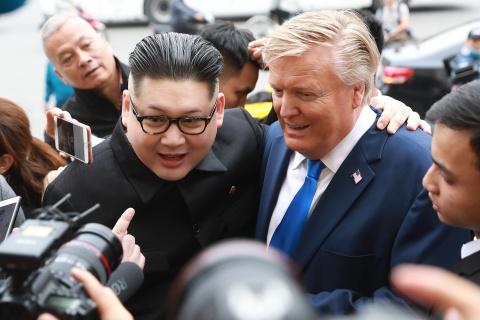 Trump - Kim gia nao dong trung tam Ha Noi, bi 'tong' khoi khach san hinh anh 6