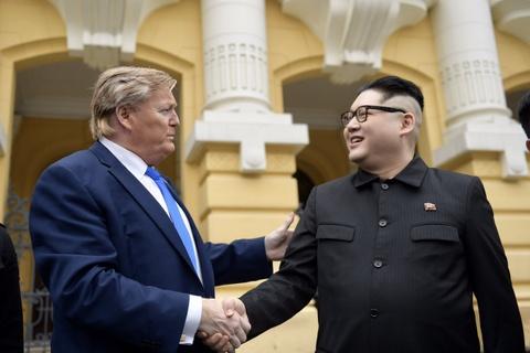 Trump - Kim gia nao dong trung tam Ha Noi, bi 'tong' khoi khach san hinh anh 3