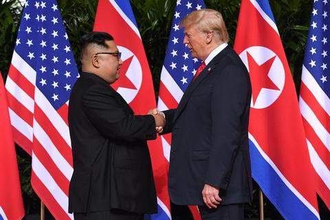 Vo mong mot nam sau cuoc gap Trump - Kim lich su o Singapore hinh anh 1