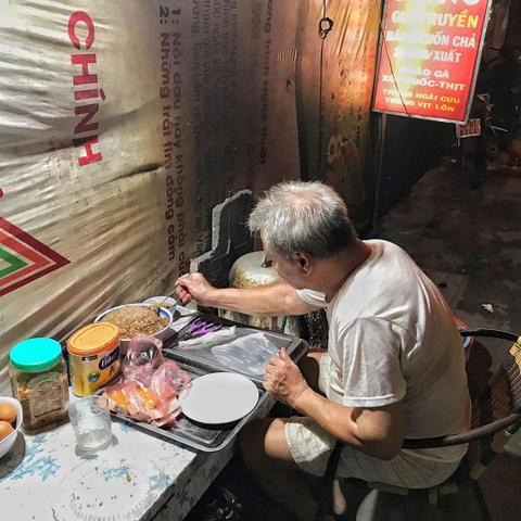 Phong vien NY Times khen ngoi banh cuon truyen thong Viet Nam hinh anh 8