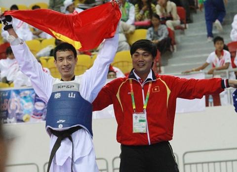 Huynh Chau gui HCV SEA Games tang nguoi ban vua qua doi hinh anh