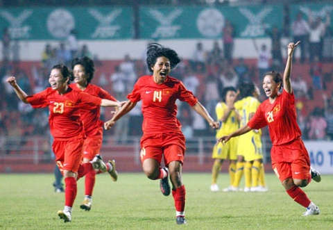 Lich thi dau SEA Games 20/12: Nong 3 tran chung ket bong da hinh anh