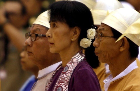 Dang cua ba Suu Kyi chinh thuc nam quyen sau hon 25 nam hinh anh