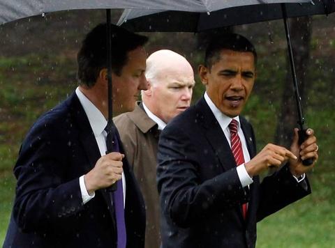 Nguoi 'nhu hinh voi bong' bao ve Tong thong Obama hinh anh