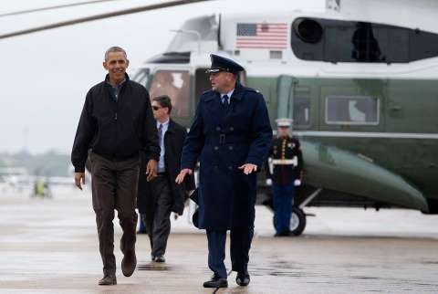 Tong thong Obama roi Washington, len duong toi Viet Nam hinh anh 6