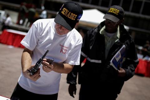 Venezuela huy 2.000 khau sung de kiem che toi pham hinh anh 4