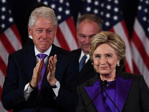 Clinton xin loi cu tri vi that bai truoc Trump hinh anh