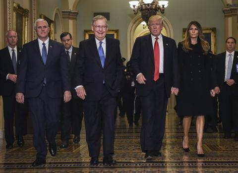 Mot thang ban ron cua Trump sau khi dac cu tong thong My hinh anh 4