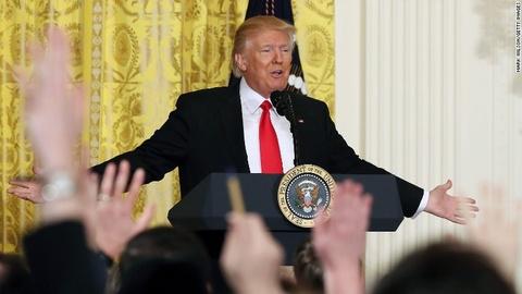 Hop bao hon loan, Trump chi trich bao chi va 'mo hon don' hinh anh