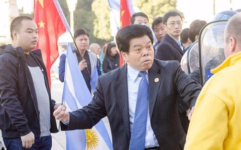 Doan Trung Quoc bi to hanh xu tho lo, la loi tai hoi nghi o Australia hinh anh