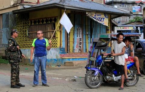 Canh dan Philippines treo co trang trong giao tranh chong IS hinh anh 1