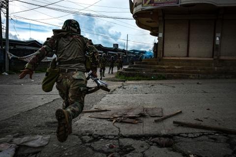 Canh dan Philippines treo co trang trong giao tranh chong IS hinh anh 5