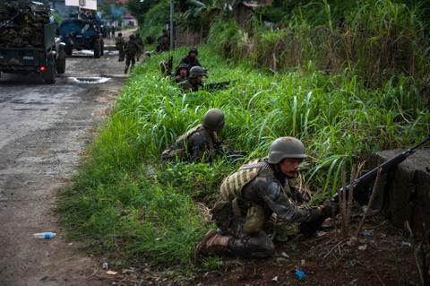 Canh dan Philippines treo co trang trong giao tranh chong IS hinh anh 4