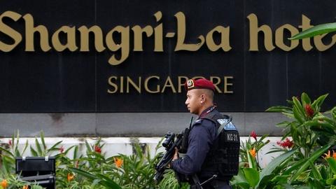 Cac yeu to 'dia loi, nhan hoa' de Singapore thanh noi Trump gap Kim hinh anh 2