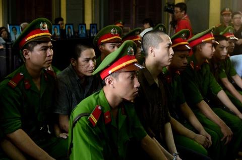 Tham sat Binh Phuoc: Nguoi nha dem di anh nan nhan den toa hinh anh 4
