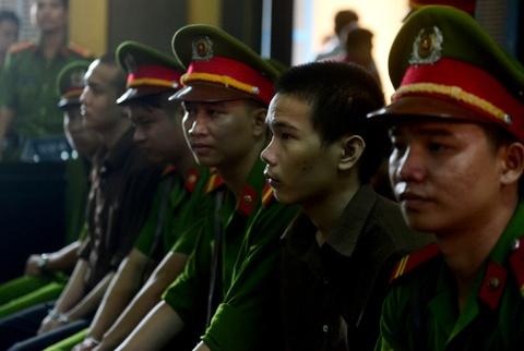 Tham sat Binh Phuoc: Nguoi nha dem di anh nan nhan den toa hinh anh 5