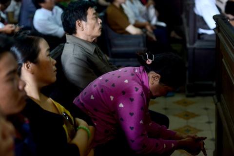 Tham sat Binh Phuoc: Nguoi nha dem di anh nan nhan den toa hinh anh 7