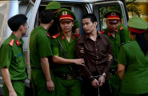 Tham sat Binh Phuoc: Nguoi nha dem di anh nan nhan den toa hinh anh 3