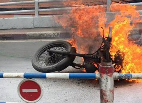 xe moto boc chay hinh anh