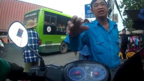 Tai xe Grabbike bi danh o ben xe An Suong hinh anh