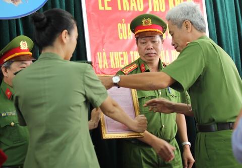 Khen thuong ban chuyen an pha vu cuop ngan hang o Sai Gon hinh anh