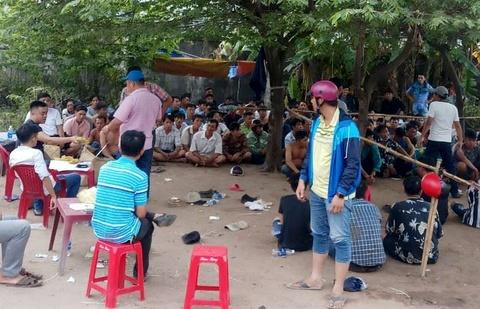 Trăm cảnh sát đột kích trường gà ven quốc lộ ở Sài Gòn