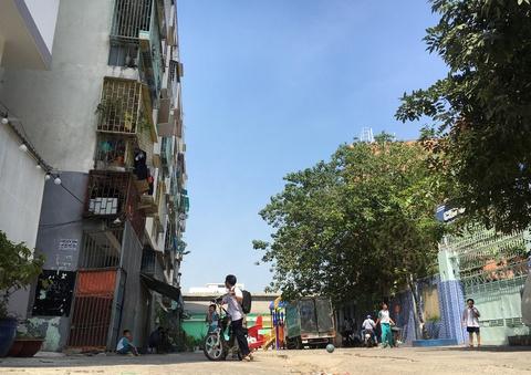 Yêu cầu di dân khẩn cấp khỏi chung cư nghiêng 45 cm ở quận 1