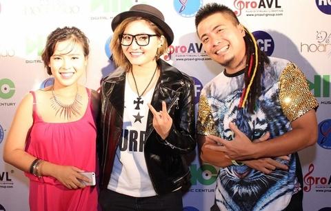 Wang Tran cung 'Co gai trieu view' mang DJ den voi sinh vien hinh anh