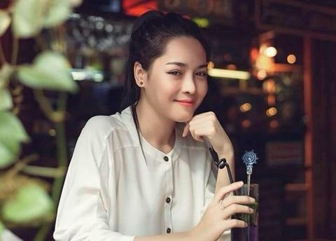 Gia canh kho khan cua hot girl tham my Viet hinh anh