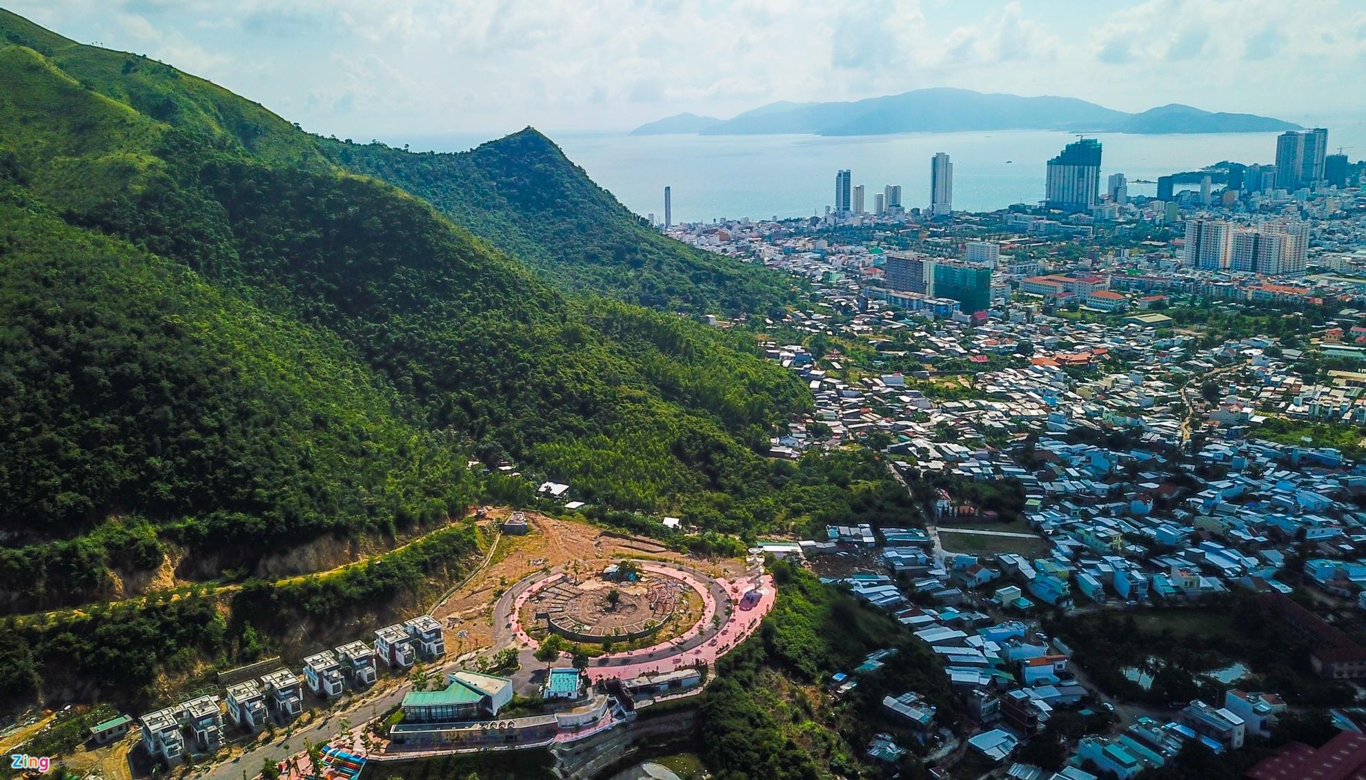 Resort, biet thu 5 sao xe nui 'treo tren dau dan' o Nha Trang hinh anh 3
