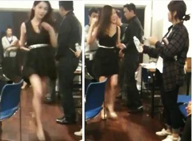Hau truong Music Bank: MinKyung hoi ha thay do, HaeRi hoi hop hinh anh