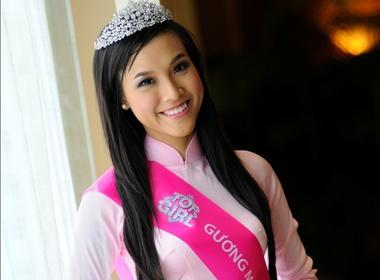Hoang Oanh tro thanh Top Girl 2012 hinh anh