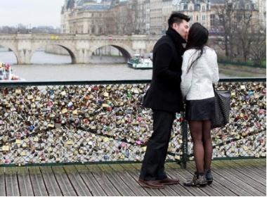 Lang dang dao buoc noi tho mong nhat Paris hinh anh