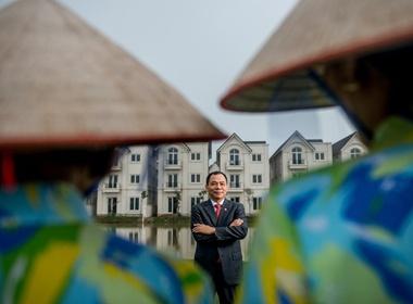 Chuyen doi Pham Nhat Vuong tren Forbes hinh anh