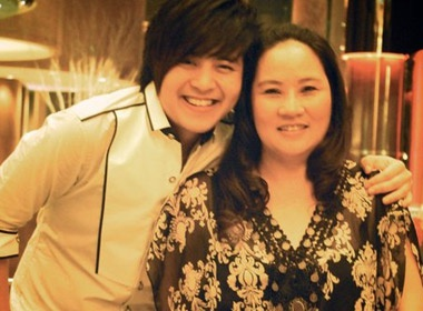 Me cua Wanbi Tuan Anh: 'Con trai toi la cau be sieu lac quan' hinh anh