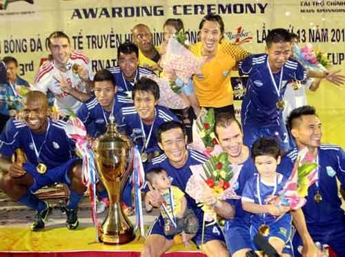 B.Binh Duong loai bo 'cong than', don sao tre du V.League hinh anh