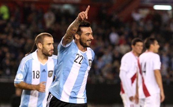 Lavezzi lap cu dup giup Argentina vung ngoi dau bang hinh anh